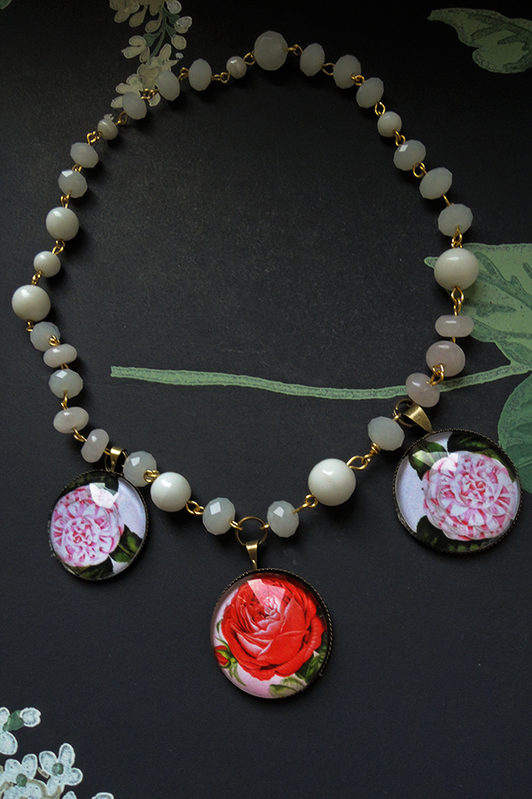 Rose and peonies white glass beads 48€