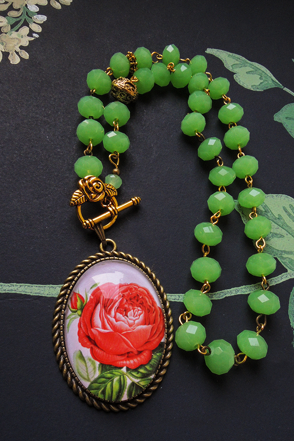 Rose and green glass beads 46€