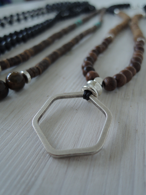 Hexagone Charm, Lava Beads, Palm and Rose Wood Beads 42€